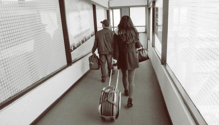 airport-1353834_960_720